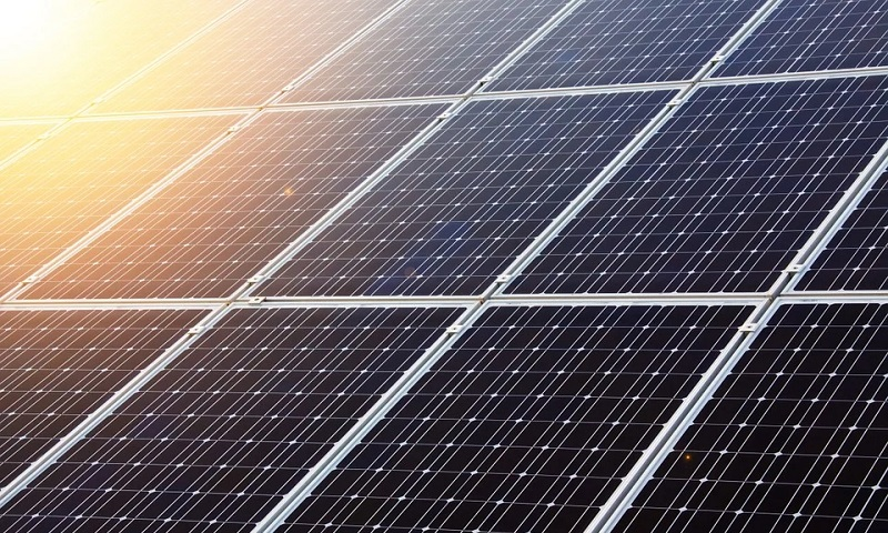 Impulsionada por painéis solares em casas e empresas produção de energia solar bate novo recorde no Brasil