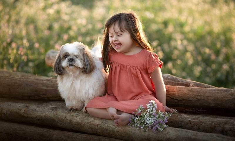 Calendário retrata a importância da relação entre animais e crianças doentes ou com necessidades especiais