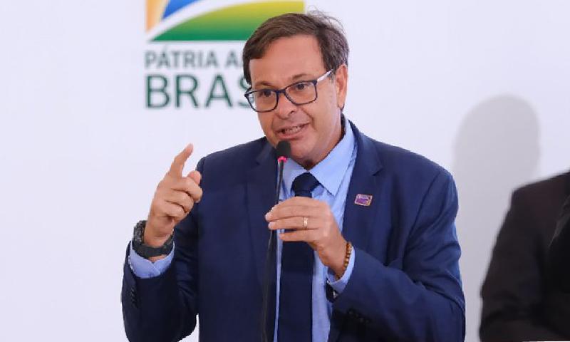 """""""Brasil sofre bullying internacional. Somos o país mais preservado do mundo e quem vai julgar é o turista"""", afirma ministro do Turismo"""