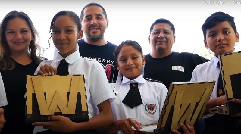 Peruanos criam laptop feito de material reciclável e com recarga solar para ajudar estudantes de baixa renda