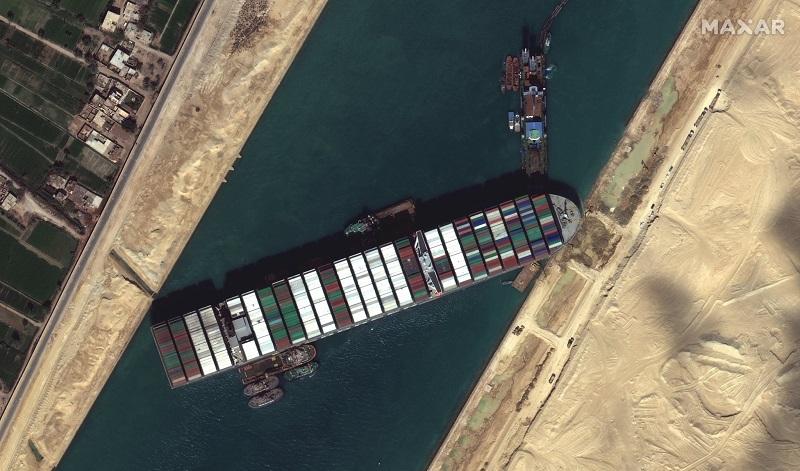 Milhares de animais vivos estão presos em navios bloqueados pelo encalhe do Ever Given no Canal de Suez