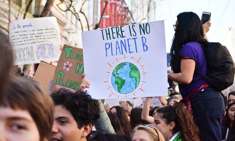 Pesquisa quer opinião de jovens brasileiros sobre crise climática: participe e concorra a viagem para pré-COP26 em Milão