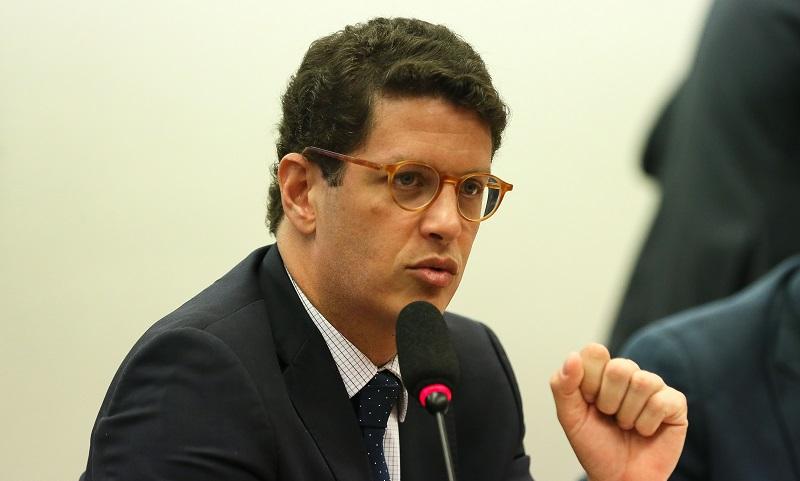 Deputados tentam reverter medida de Salles que dificulta aplicações de multas ambientais