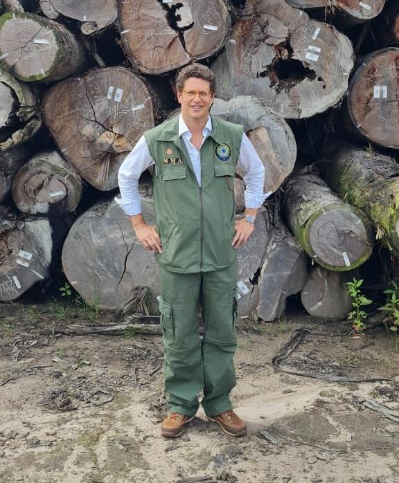 """""""Dados bateram certinho"""", disse Salles, mas investigação sobre madeira apreendida na Amazônia revela irregularidades inquestionáveis"""
