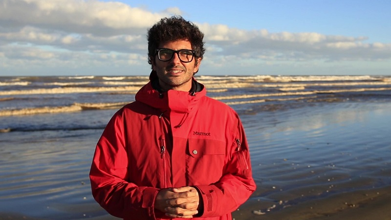 Biólogo gaúcho recebe maior prêmio mundial de conservação por projeto de proteção aos botos