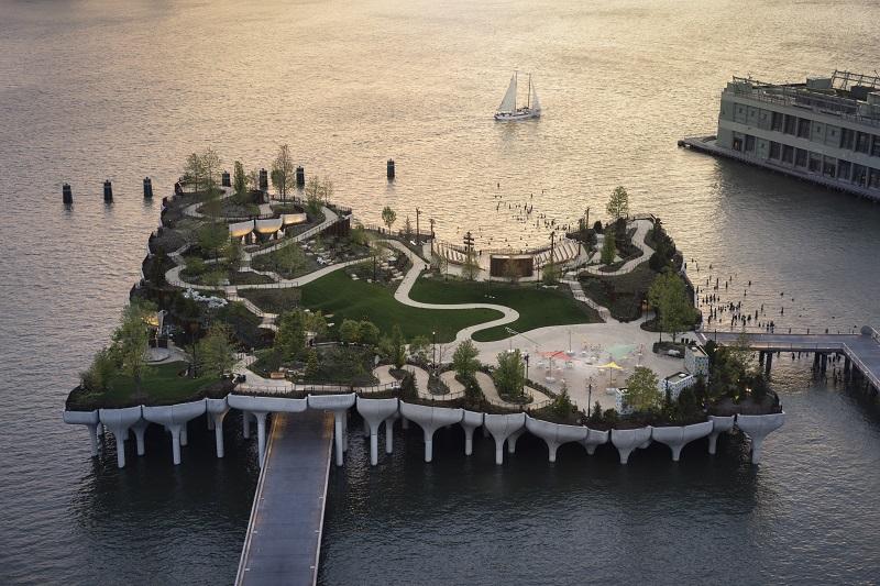 Parque em ilha flutuante sobre o rio Hudson vira nova atração em Nova York