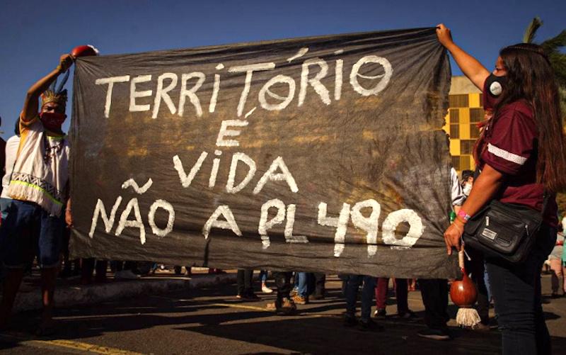 PL 490, que anula demarcações de terras indígenas, é aprovado na Comissão de Constituição e Justiça, que ironia!