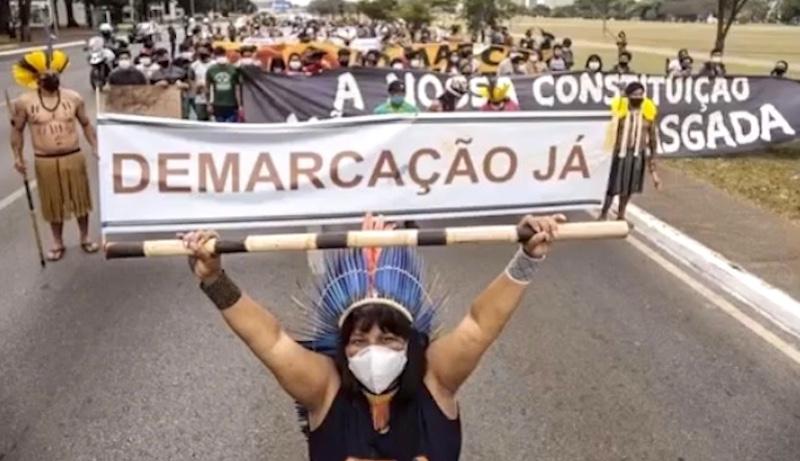 Mais de 700 indígenas estão acampados em Brasília para lutar por seus direitos. E precisam de apoio! Veja como ajudar