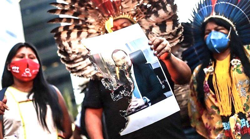 Indígenas exigem saída de presidente da Funai após repressão policial em ato em frente à sede do órgão