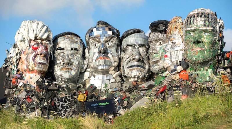 'Mount Recyclemore': escultura feita com 12 toneladas de lixo eletrônico 'homenageia' líderes do G7