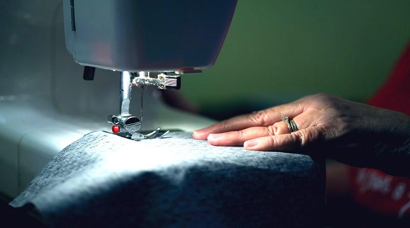 'Retalhar' faz a logística reversa de uniformes e gera trabalho e renda para cooperativas de costura