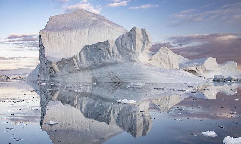 Por causa do calor, em apenas um dia, a Groenlândia perdeu 8,5 bilhões de toneladas da camada de gelo