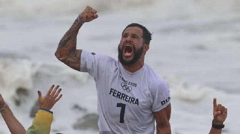 Ítalo Ferreira é ouro no surfe em Tóquio e esperança para o futuro de novos surfistas em sua cidade natal