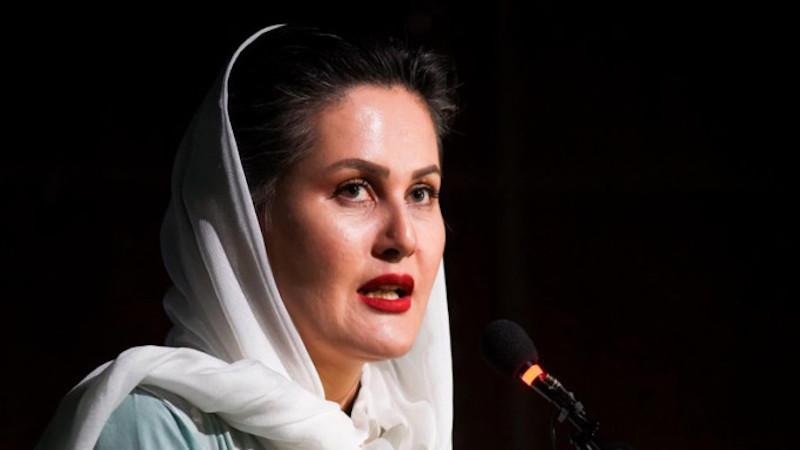 """Escritora afegã escreve carta aos escritores do mundo: """"Não se esqueçam desta tragédia humana"""""""