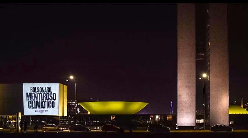 Projeções em Brasília anunciaram a 'Greve Geral do Clima' que acontece em várias partes do mundo e no Brasil, hoje, 24/9
