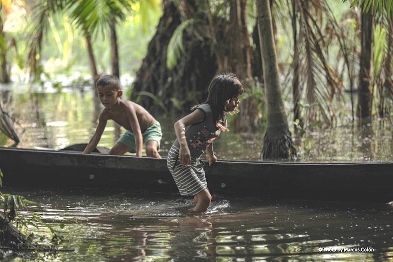 O belo documentário 'Pisar Suavemente na Terra' aponta caminhos para o futuro da Amazônia a partir do olhar indígena e ancestral
