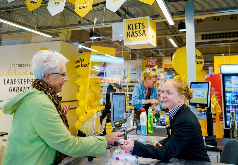 """Rede de supermercados da Holanda oferece """"caixas de bate-papo"""" para combater a solidão entre os mais velhos"""